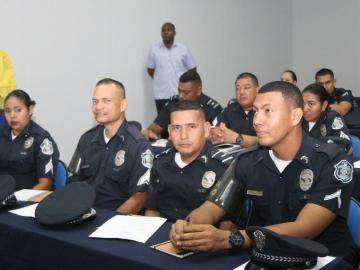 Policías de turismo reciben formación de cómo atender al turista