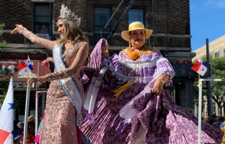 Panameños se gozan desfile en Nueva York