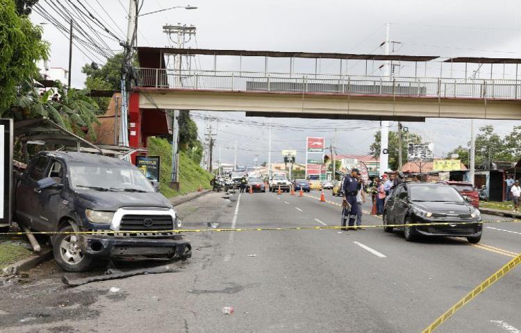 Parcero perdió el control del pick-up y mató a tres personas