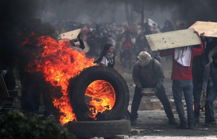 Toque de queda y militarización en Ecuador