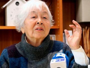Setsuko tiene 90 años y está estudiando el idioma inglés