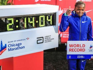 Brigid Kosgei bate el récord mundial