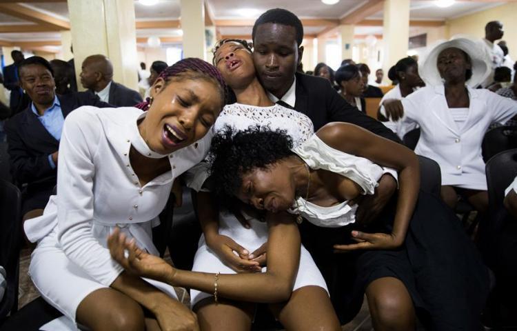 El presidente de Haití se queda más solo cuando se cumple un mes de protestas