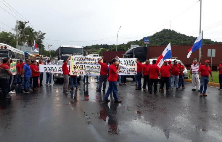 Transportistas de Panamá Oeste protestan por traslado de cupos