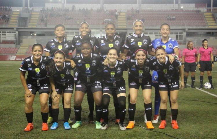 Otro capítulo más del fútbol femenino