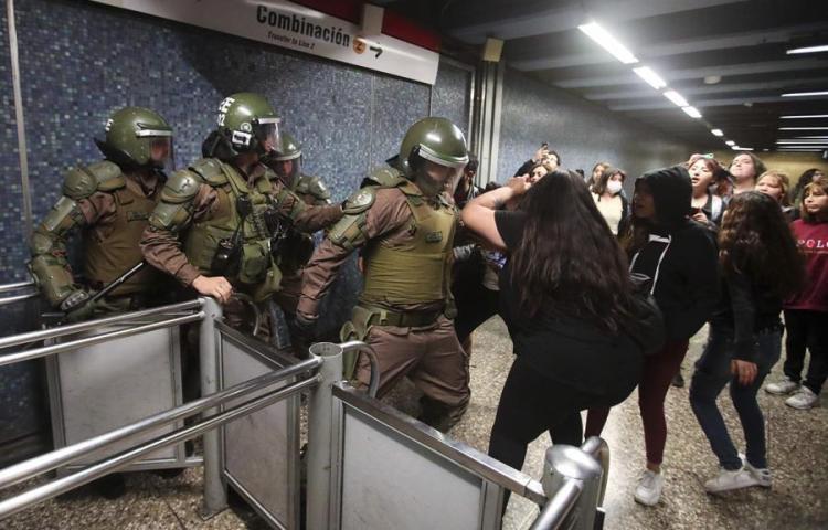 Protestas en Santiago de Chile por alza de los tiquetesdel metro