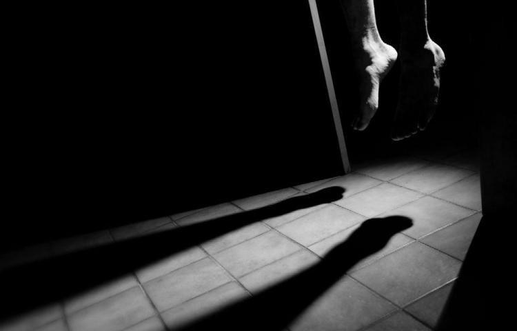 El doble dolor que dejan las víctimas de suicidio