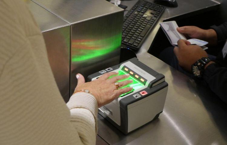 Migración detecta 46 pasaportes fraudulentos en últimos tres meses