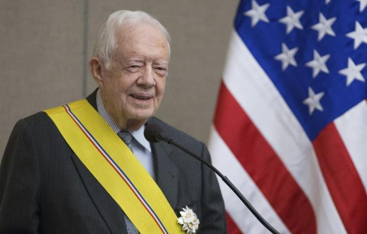 Expresidente de EE.UU. Jimmy Carter se fractura su pelvis al caerse en su casa