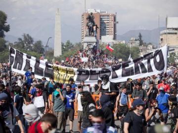 Piñera pide perdón y anuncia reforma de pensiones, salud, salarios y tarifas