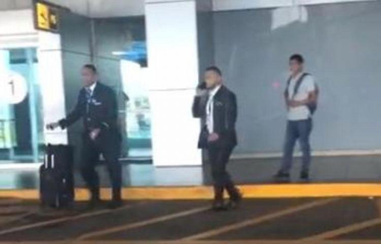 Aeromozo que evadió controles de aduana tiene impedimento de salida del país
