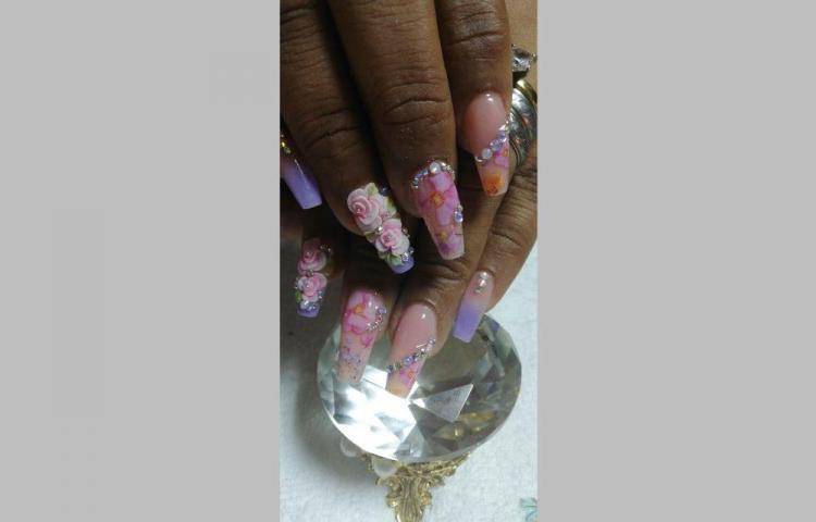 Decoración con foil, la nueva técnica de 'La reina de las uñas'