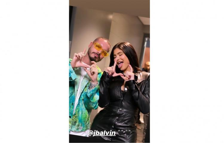 Kylie Jenner se gozó concierto de J Balvin, con sus amigas y padrastro