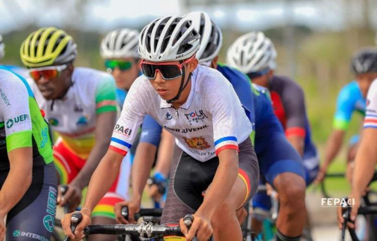 Aguilar viaja hoy a Suiza por su gran sueño de ciclista