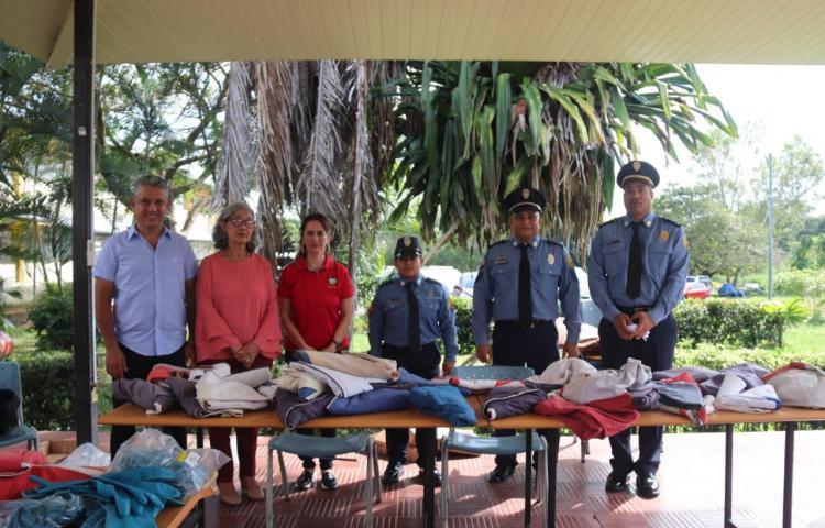 Bomberos imparten docencia sobre la cremación de banderas