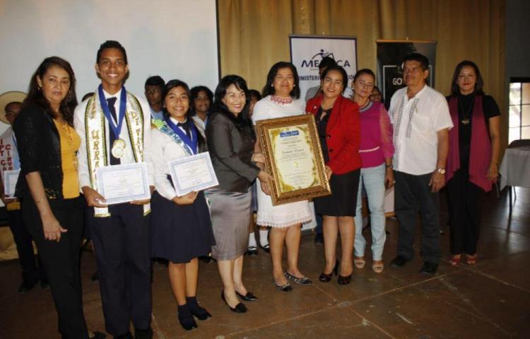 Estudiantes de Santiago promueven los valores