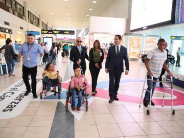 Personas con discapacidad realizan recorrido en el Aeropuerto de Tocumen