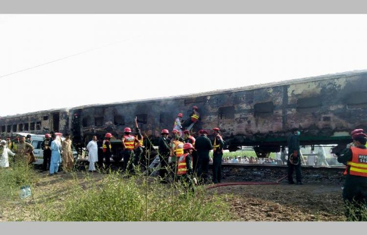 Horroroso, 74 fallecidos al explotar un tren