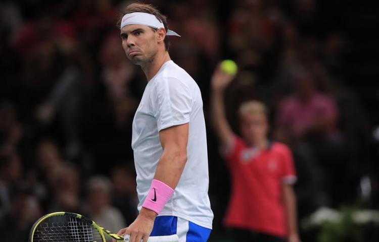 Nadal se lesiona en el entrenamiento y no puede jugar la semifinal de París