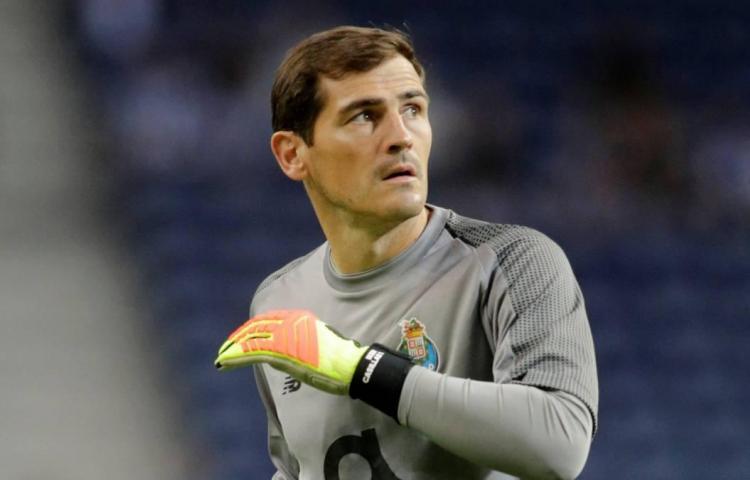 Casillas se vuelve a calzar las botas de fútbol