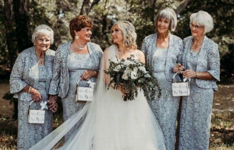 Eligió a sus abuelas para tener una boda única