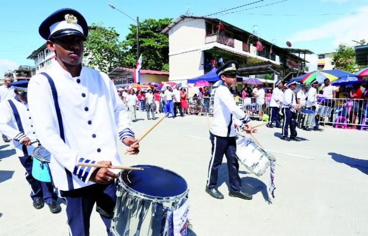 Más de mil policías brindarán seguridad en desfile de Colón