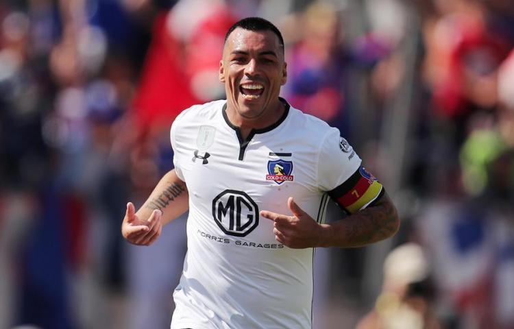 Paredes pide que no haya fútbol en Chile hasta que no se solucione la crisis