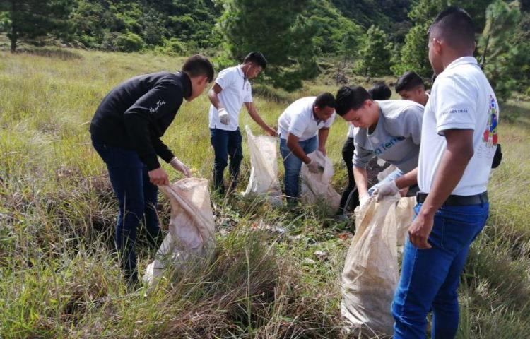 Siguen tirando basura en áreas protegidas en el distrito de tierras Altas