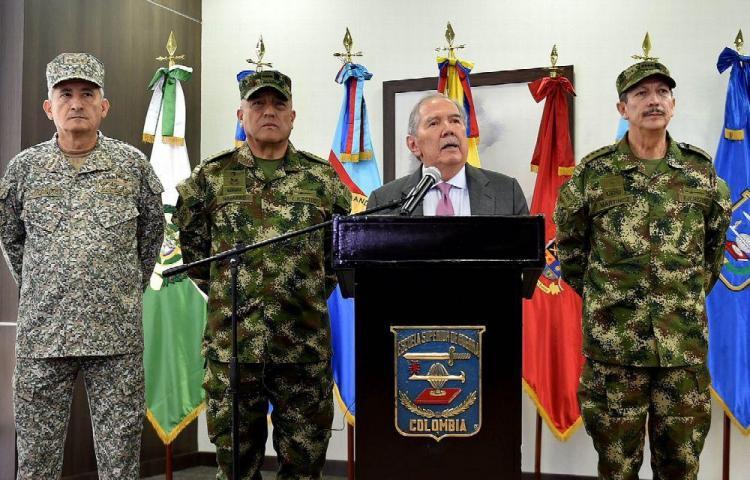 Escándalo por masacre dio jaque al ministro de defensa