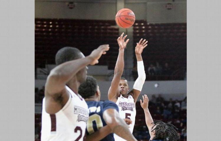 Molinar coló 14 puntos en su debut en el baloncesto de la NCAA