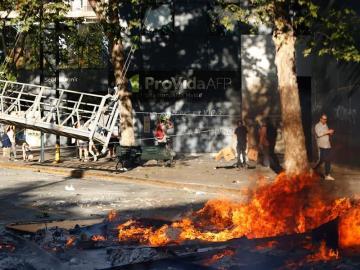 Las protestas penetran por primera vez zona acomodada de Santiago de Chile