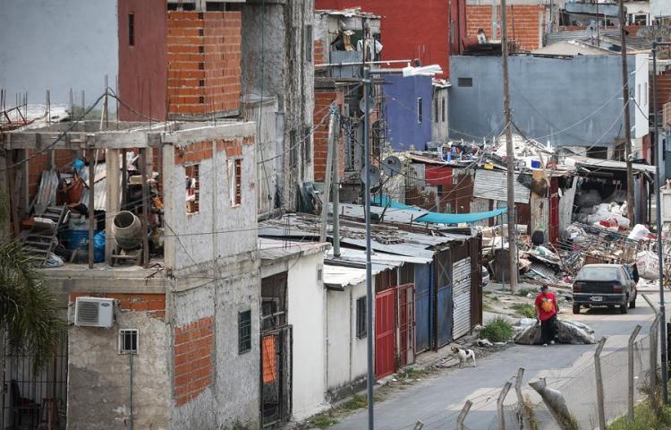 La mitad de los argentinos carecen de algún servicio básico en sus casas