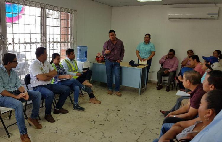 Plantean sus necesidades al representante de Santiago cabecera