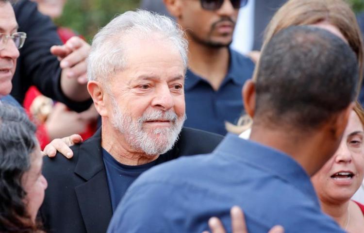 Lula, el preso más famoso de Brasil, deja la cárcel tras 1 año y 7 meses