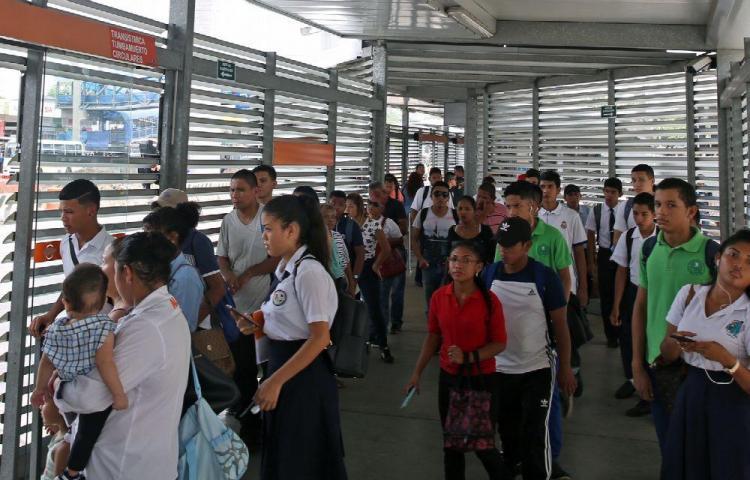 Servicios de Mi Bus operarán con desvíos por desfiles del 10