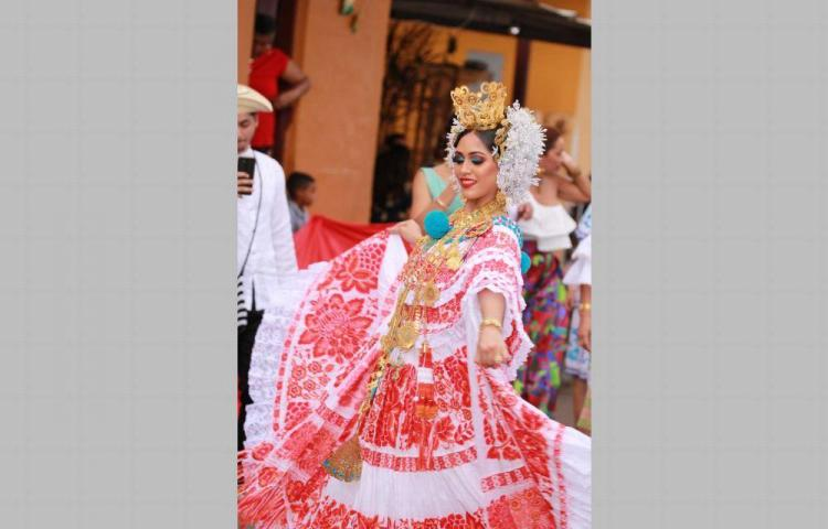 Santeños celebran su grito de independencia