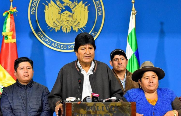 Avión de Morales recaló en Paraguay para esperar autorización hasta México