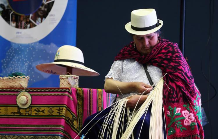 El arte del sombrero de paja toquilla, objeto de encuentro inédito en Ecuador