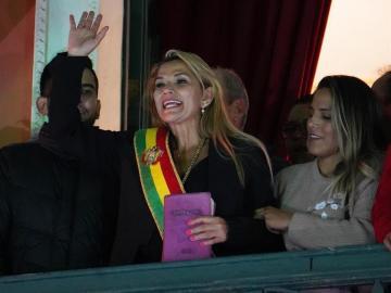 Presidenta Áñez: Morales se fue porque no se atrevía a responderle a Bolivia