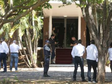 Partidarios de Guaidó dejan embajada en Brasil