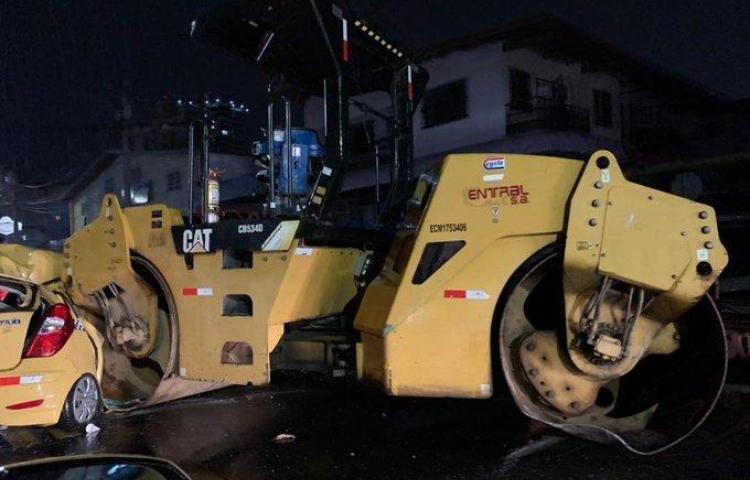 Taxista se estrella contra aplanadora en el Ingenio