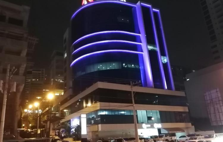 Encienden luces violeta en contra de la violencia hacia la mujer