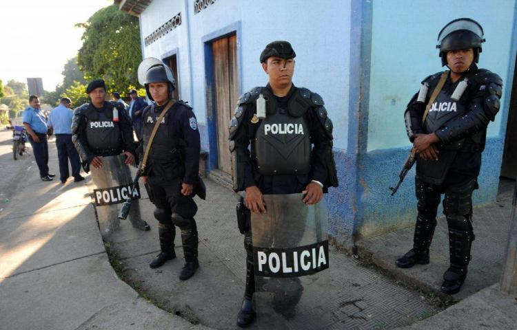 Policía encierra a un párroco con un mal crónico en su propio templo