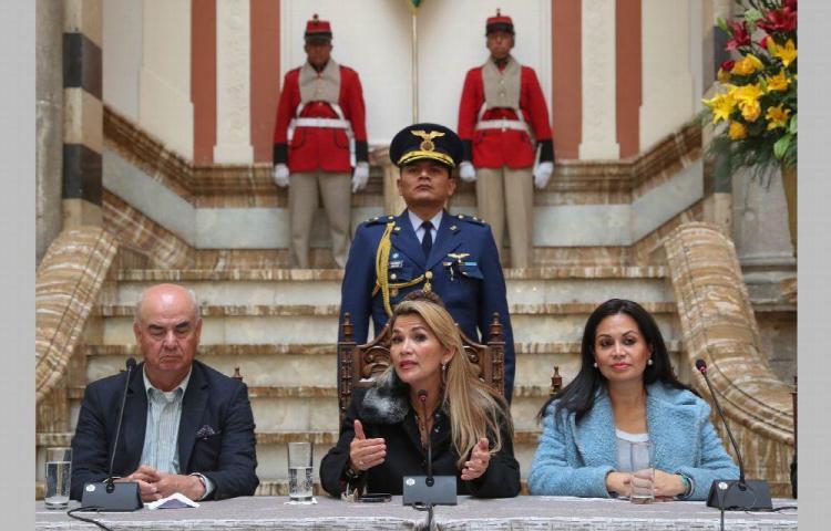 Áñez advierte a Evo que se verá con la Justicia si vuelve a Bolivia