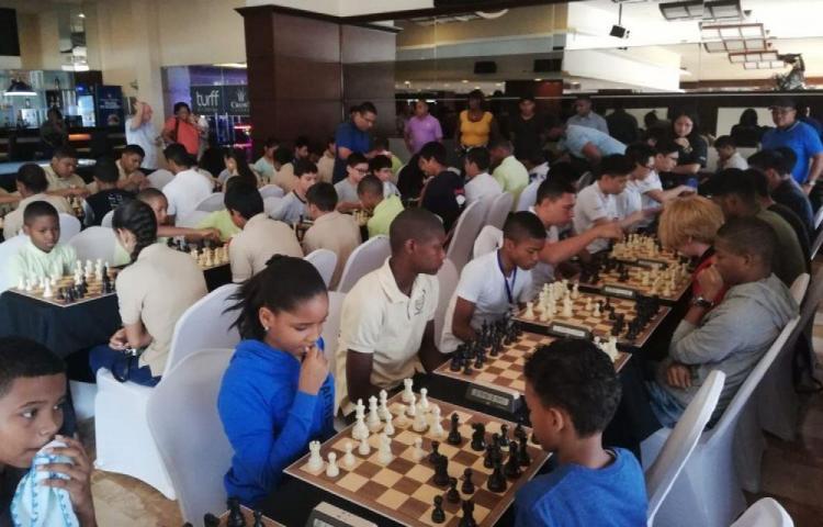 Primer Torneo Intercolegial de Ajedrez Anaika Anderson
