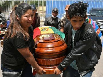 Forenses investigan nueve muertes por disturbios en Bolivia