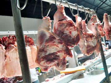 Cae la producción de carne de cerdo y crece la de res