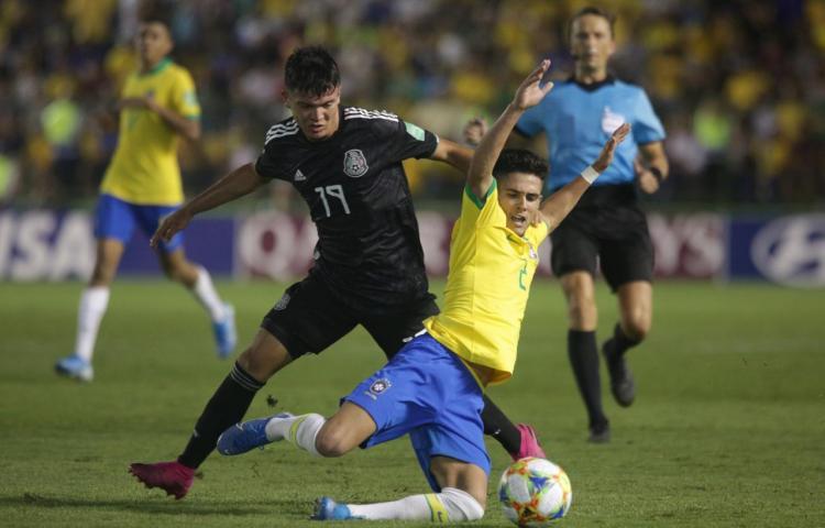 1-2. Brasil marca sobre el tiempo, remonta y conquista su cuarto título