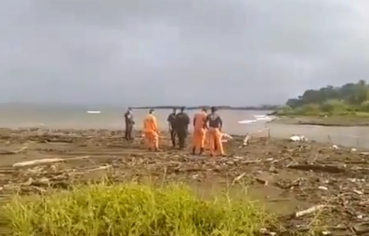 Hallan cuerpo de hombre desaparecido desde ayer, tras lanzarse a río de Colón