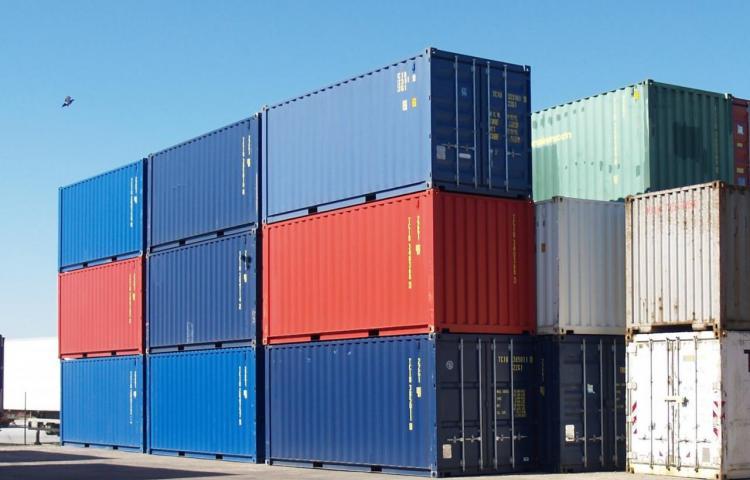 Hallan a 25 personas ocultas en contenedor frigorífico en un puerto holandés